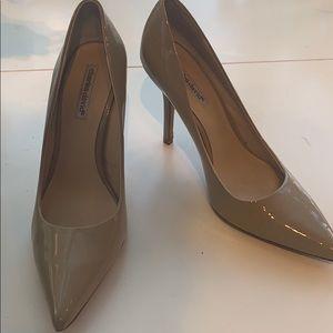 Charles David sz 9 taupe heels